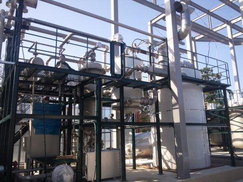 Plastic recycling: Plastic changing to oil machine (BP-2000N